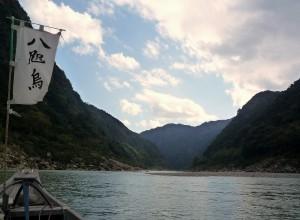 Catamarán en el Río Kumano