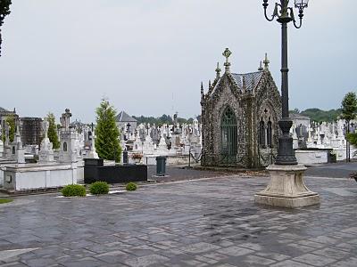 Visitas guiadas al cementerio de lugo for Cementerio jardin del mar