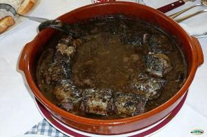 Un ejemplo de receta clásica: lamprea cocida en su sangre (foto Juantiagues)