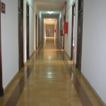 pasillo a las habitaciones individuales
