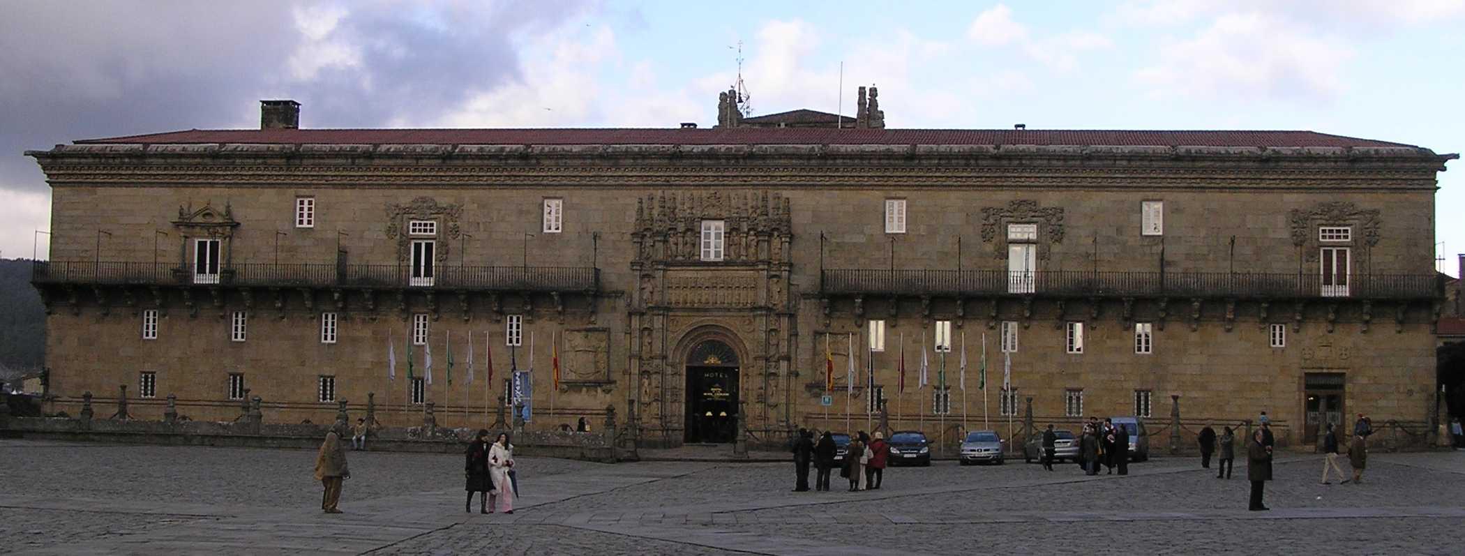 El Hostal dos Reis Católicos explica su historia a los visitantes