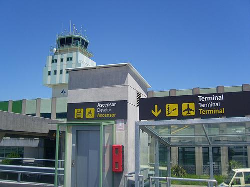 terminal del aeropuerto de santiago de compostela
