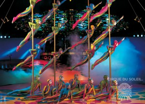 """""""Gusanos voladores"""" un número de acrobacia colectiva que pone los pelso de punta (foto cirquedusoleil.com)"""