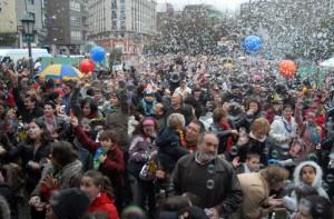 Cada año se reúnen miles de vecinos para adelantar la celebración (foto Iñaki Abella)