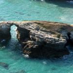 Rocas en Aguas cristalinas